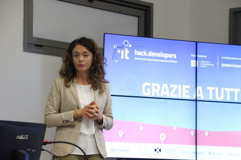 Barbara Re professoressa Unicam parla all'hackathon